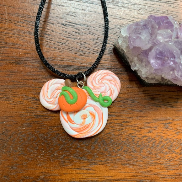 SALE!🎃 BRAND NEW! Mickey Mouse Halloween Necklace